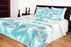 Biely prehoz na posteľ so svetlo modrým vzorom Bed Sheets, Comforters, Bed Rooms, 3d, Blanket, Furniture, Design, Home Decor, Creature Comforts