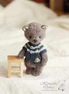 Tom By Olga Nechaeva - good afternoon:) I present to you a little bear Tom. Hand-stitched viscose hand dyeing. Inside sawdust, granulates and sintepon. The feet and head for the pin. The clothes can be removed. Height sitting 9 cm., Full-length 11 cm. Kid yourself not worth it.