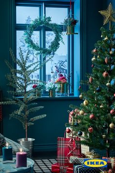 Transform your home with a little holiday magic. - Before After DIY Christmas Brunch, Cozy Christmas, All Things Christmas, Christmas Crafts, Christmas Ornaments, Christmas Tree Decorations, Holiday Decor, Deco Retro, Christmas Interiors