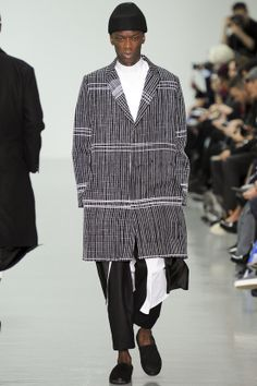 See all the Collection photos from Agi & Sam Autumn/Winter 2014 Menswear now on British Vogue Look Fashion, Fashion Show, Mens Fashion, Fashion Design, Vogue Paris, African Textiles, Striped Jeans, Fall Winter 2014, Autumn