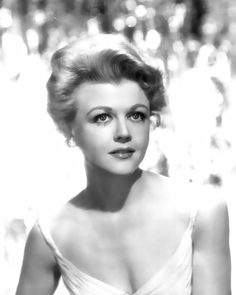 """Angela Lansbury is still beautiful, but she was a real looker back in the days"""