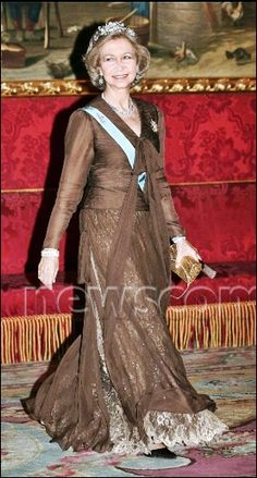 Queen Sofia of Spain Blue Bloods, Satin Blouses, Royal Fashion, Mother Of The Bride, Beige, Evening Dresses, Spanish, Royalty, Queen Elizabeth