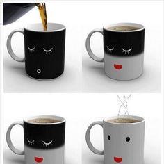 Caneca termossensivel, que vai acordando quando recebe café quentinho! Exatamente como a gente ;)