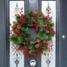 christmas wreaths diy christmas wreaths for front door Diy Christmas Gifts, Christmas Holidays, Christmas Ornaments, Christmas Trees, Burlap Christmas, Canada Christmas, Christmas Jam, Amazon Christmas, Christmas Vacation