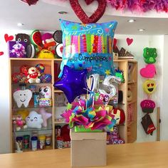 ✨ Bff Birthday Gift, Birthday Candy, Birthday Box, Best Friend Birthday, Candy Bar Bouquet, Gift Bouquet, Balloon Decorations, Birthday Decorations, Quinceanera Favors