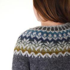 Ravelry: Lovewool-Knits' Fjord Sunrise - Afmæli by Védís Jónsdóttir Fair Isle Knitting Patterns, Knitting Charts, Knitting Designs, Free Knitting, Knitting Room, Sock Knitting, Knitting Tutorials, Vintage Knitting, Punto Fair Isle