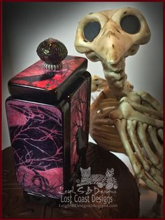 "DominoART: Day 1 of 15 Days of Terror - Half-O-Ween in May Scarefest! ""Nightmares"" Pandorica Box!"
