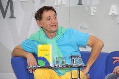 """Zé do Rock stellte auf dem Blauen Sofa sein Buch """"Per Anhalter durch die brasilianische Galaxis"""" vor.  #FBM13"""