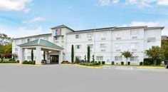 Motel 6 Dallas - North Dallas This Texas motel is a 15-minute drive from downtown Dallas and is located near Interstate 635. Free Wi-Fi is available in every room. This motel is pet friendly.