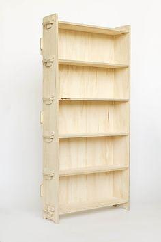 Principe de trabéation appliquée à une étagère. Les pressions et traction s'équilibrent grâce à des cales.