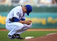 Learn how to build mental toughness for baseball pitching with training and advice from former pro pitcher Steven Ellis. Baseball Scores, Baseball Pitching, Royals Baseball, Baseball Uniforms, Baseball Training, Baseball Pants, Pro Baseball, Baseball Live, Baseball Field