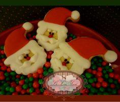 Bolachas personalizadas para o Natal! Por  Giselle Minella  NATAL NOEL NOEL Sabores sugeridos: Baunilha, chocolate, ovomaltine, canela, nozes e morango.   Encomende pelo blog: www.lelieusucre.com.br