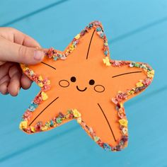 animal crafts Cute ocean animal craft with Fruity Pebbles! Get the easy directions for this fun ocean animal craft that you can do with your kids. Preschool Art Projects, Toddler Art Projects, Daycare Crafts, Toddler Crafts, Preschool Crafts, Sea Animal Crafts, Giraffe Crafts, Animal Crafts For Kids, Art For Kids