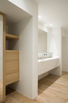 details Bathroom Spa, Laundry In Bathroom, White Bathroom, Bathroom Storage, Modern Bathroom, Master Bathroom, Washroom, Shower Storage, Bathroom Ideas