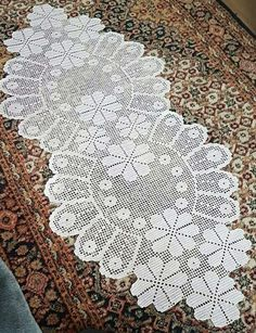 This Pin was discovered by Kar Crochet Table Runner Pattern, Crochet Doily Patterns, Crochet Tablecloth, Crochet Doilies, Knitting Patterns, Crochet Home, Crochet Baby, Filet Crochet Charts, Fillet Crochet