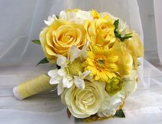 Yellow and white roses and daisies.
