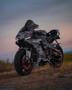 How about this wrap! Yamaha R1, Yamaha Motorcycles, Motorcycle Posters, Motorcycle Style, Ninja Bike, Moto Cross, Bike Photography, Moto Bike, Harley