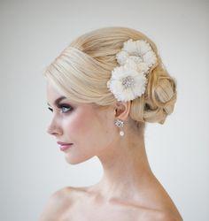 Trendy wedding hairstyles updo with flower brides headpieces Ideas Wedding Hair Clips, Bridal Hair Pins, Wedding Hair And Makeup, Wedding Updo, Hair Makeup, Bridal Updo, Bridal Fascinator, Bride Makeup, Wedding Bride