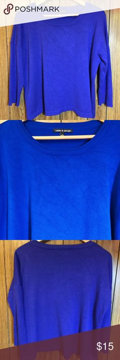 """Cable & Gauge Blue Pullover Sweater Previously loved and besides for a small spot of pulling on the bottom in the back this sweater is in great shape. The texture of the sweater that you see is natural. It's a double crew neck. The color blue is darker than appears in the photos. It's a size medium. 25"""" across the chest from pit to pit. 16"""" in length from under the arm along the side seam to the bottom Cable & Gauge Sweaters Crew & Scoop Necks"""