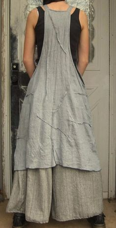 Gray Crossweave Linen Rose Apron Jumper S& Beautiful Outfits, Cool Outfits, Looks Style, My Style, Boho Fashion, Fashion Outfits, Sewing Aprons, Apron Dress, Pinafore Dress