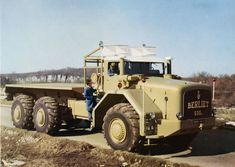 Berliet 1957 pictures - Free greatest gallery of Berliet 1957 pictures for your desktop. HD wallpaper for backgrounds Berliet 1957 car tuning Berliet 1957 and concept car Berliet 1957 wallpapers. Heavy Duty Trucks, Heavy Truck, Vintage Trucks, Old Trucks, Hors Route, Truck Transport, Old Lorries, Unique Cars, Commercial Vehicle