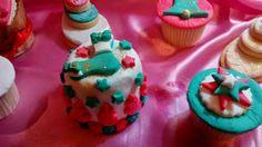 Para esta Navidad ambienta tu mesa con mini budines  cookies  cupcakes y mucho mas