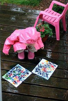 colorants alimentaires sur carton, le tout sous la pluie pour admirer les effets, et un petit collage par dessus quand c'est sec !