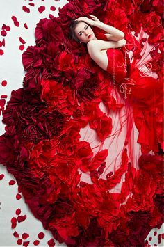 Modern Fairytale / The Red Queen / karen cox. Dominique Nadine, Gorgeous artistic red floral roses flowers photo of woman in vibrant red fashion dress Red Fashion, Covet Fashion, Fashion Dresses, Flower Fashion, Fashion Art, Fashion Details, High Fashion, Fashion Beauty, Mode Glamour