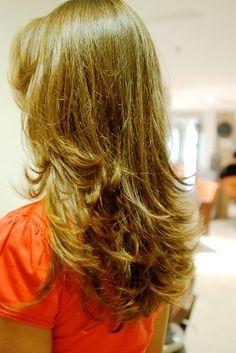 Corte de cabelo em v repicado