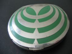 VTG VERY ART DECO CHROME COMPACT RARE UNUSED UNMARKED EXCELLENT.  It looks to me like a flying saucer.