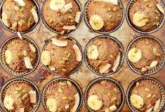 Muffins aux bananes et aux dattes sans sucre ajouté Healthy Muffins, Healthy Snacks, Healthy Eating, Healthy Recipes, Healthy Breakfasts, Healthy Sweets, Diabetic Recipes, Cure Diabetes Naturally, Something Sweet
