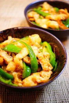 Green Bell Peppers and Aburaage Stir-fried in Oyster Sauce Recipe by cookpad. Japanese Dishes, Japanese Food, Sauce Recipes, Cooking Recipes, Oyster Sauce, Stir Fry, Oysters, Tofu, Green Beans