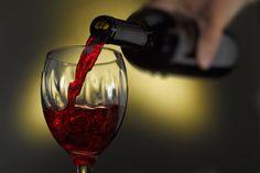 L'assunzione di vino rosso offre molteplici benefici per la salute, dati principalmente dal potente ingrediente presente nel vino: il resveratrolo.