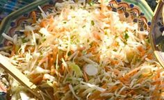 Exprerimente a Receita de salada mexicana de repolho, super prática e fácil de fazer. Deliciosa!