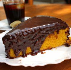 O bolo do dia foi de cenoura com calda de chocolate. Fofão!
