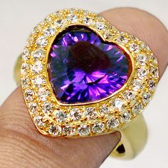 Lindo anel de coração com topázio e ametista.