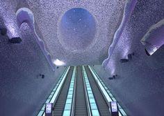 La stazione della metropolitana più bella d'Europa è Toledo, sulla linea 1 della Metro Napoli.