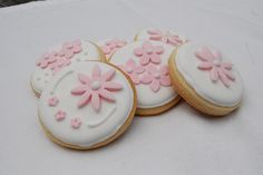 sugar cookies with fondant flowers.