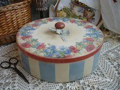 """Купить Очень большая шкатулка для рукоделия """"Венок из луговых трав"""" - голубой, круглая шкатулка, шкатулка"""