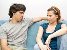 Svaka veza ima svoje uspone i padove, a ni svađe i sitna podbadanja nisu izuzetak. Iako su manje razmirice dobre za vezu, postoje određene stvari oko kojih se ne vredi prepirati i gubiti živce.
