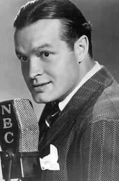 Bob Hope the Comedian, biography, facts and quotes Golden Age Of Hollywood, Hollywood Stars, Classic Hollywood, Old Hollywood, Hollywood Boulevard, Old Time Radio, Bob Hope, Classic Movie Stars, Foto Art