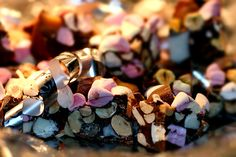 rocky_road_leilas_rockyroad Rocky Road Recept, Edible Gifts, Banana Cream, Christmas Candy, Sweet Tooth, December, 21st, Sweets, Fruit