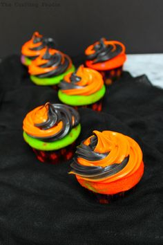 Colorful Halloween Cupcakes via Club Chica Circle