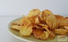 Chips bakken in de airfryer - The Amazing Kitchen Snack Recipes, Cooking Recipes, Healthy Recipes, Healthy Food, Air Fryer Chips, No Sugar Snacks, Healthy Chips, Good Food, Yummy Food