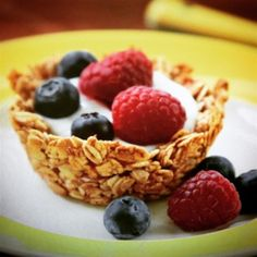 Breakfast granola cups, filled with yogurt and topped with your favorite fresh fruit, will be the star your next brunch gathering! What's For Breakfast, Paleo Breakfast, Breakfast Dishes, Breakfast Recipes, Breakfast Options, Granola Cups Recipe, Tapas, Brunch Recipes, Brunch Ideas