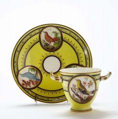 TEACUPS: Gobelet étrusque et sa soucoupe en porcelaine tendre du XVIIIème siècle, vers 1793-95