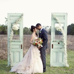 Gorgeous pink and mint wedding inspiration in this perfect color palette! (image by Christa Elyce)