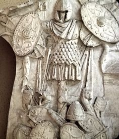 Roman war trophy-weapons, and armor captured in battle. Roman History, Art History, Art Romain, Roman Sculpture, Modern Sculpture, Statue Tattoo, Greek Statues, Classical Antiquity, Early Middle Ages