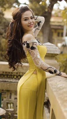 Beautiful Chinese Women, Beautiful Asian Girls, Beautiful Indian Actress, Gorgeous Women, Ao Dai, Sexy Outfits, Sexy Dresses, Long Dress Fashion, Myanmar Women