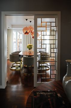 Totally Modern and Right Up My Alley! See thru doors styling